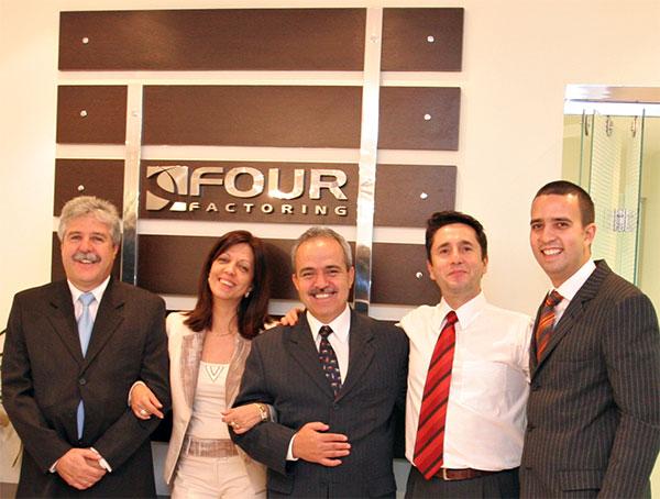 Associada à ANFAC: Four Factoring 15 anos (escritório e equipe)